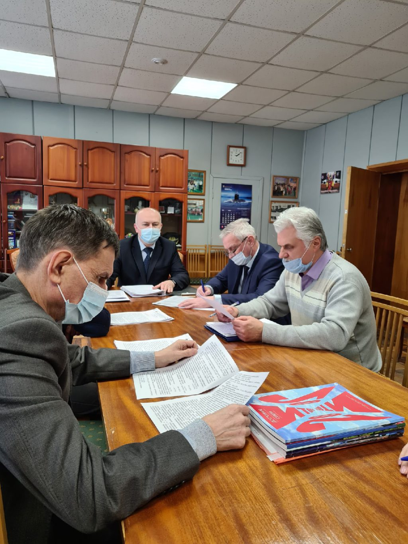 """Председатель профкома """"Звездочки"""" Алексей Кукушкин ведет президиум по охране труда"""